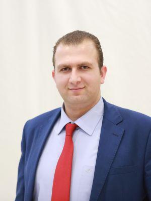 نائب المدير العام للشؤون المالية والخدمات المساندة وتكنولوجيا المعلومات