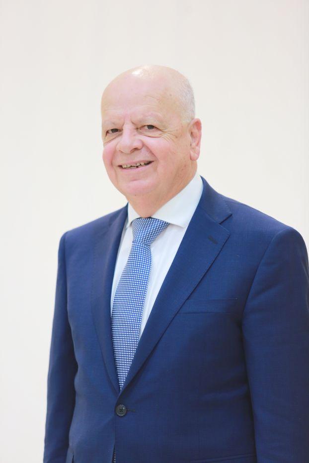 عزيز محمود عبد الجــواد عضو و مستشار مجلس الإدارة